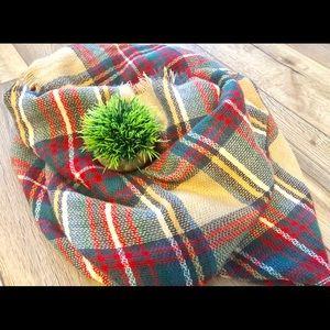 Accessories - NWOT Plaid Blanket Scarf
